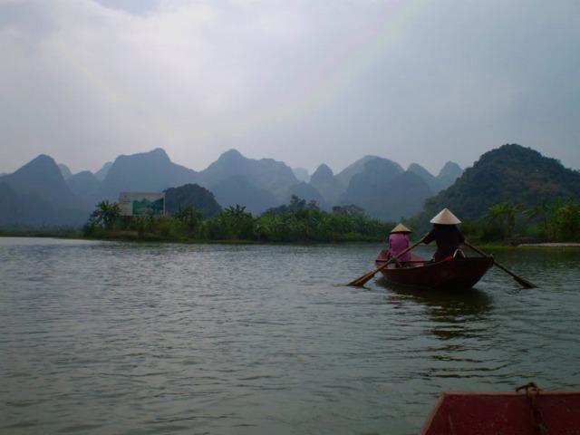 小船をこいでくれる方はほとんどが女性!ベトナム人女性の逞しさにもびっくりです!