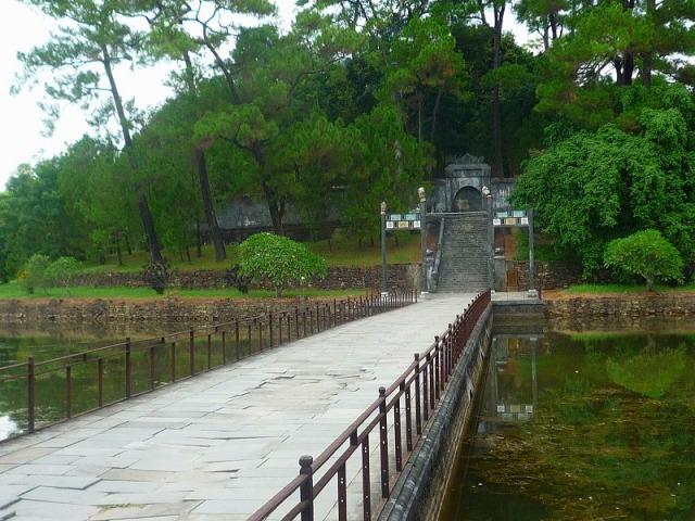 郊外の帝廟