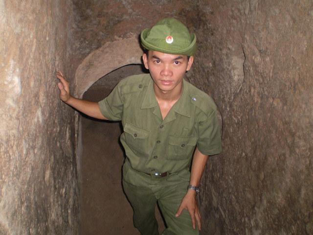 薄暗いトンネルは臨場感たっぷり。