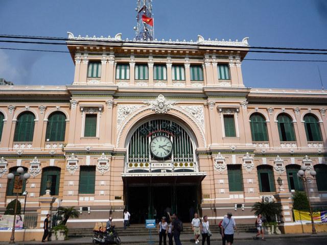 とってもおしゃれな中央郵便局です。
