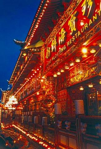 香港ならではのド派手な装飾