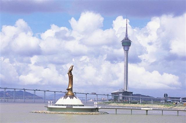 高さ338mのマカオタワー