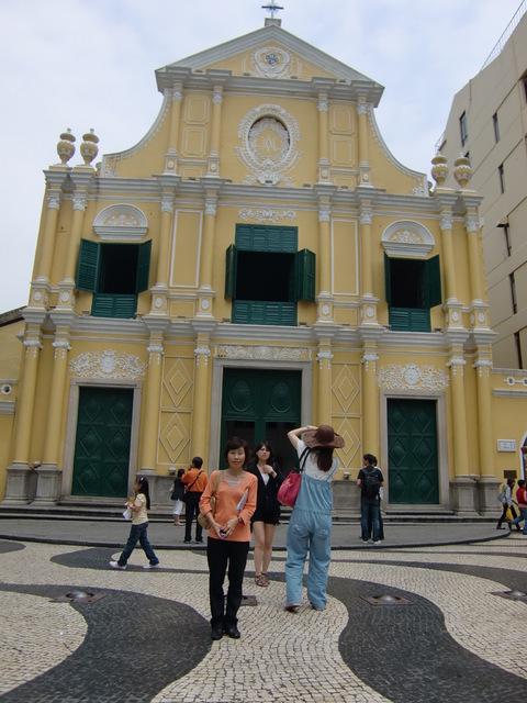 黄色がかわいい聖ドミンゴ教会
