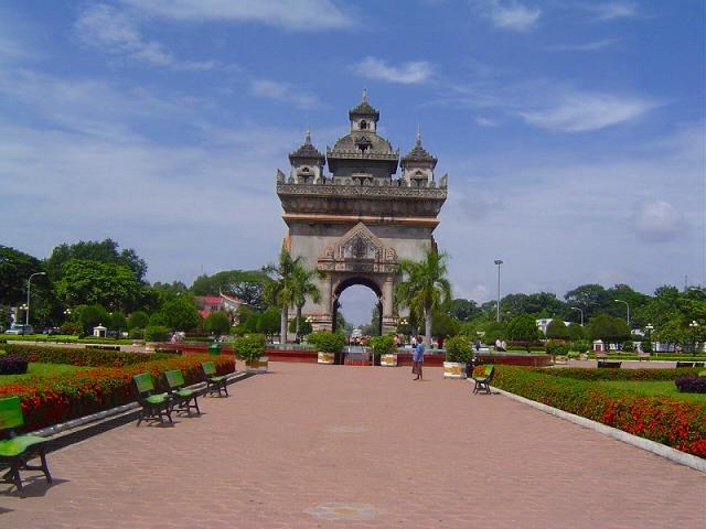パトゥーサイ広場