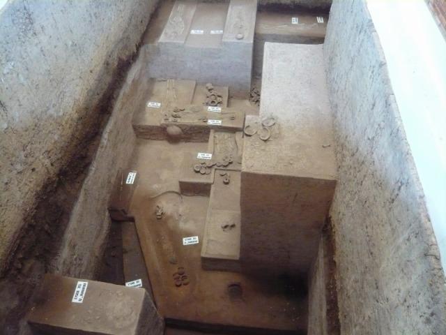 2000年以上前の先史時代の墳墓遺跡