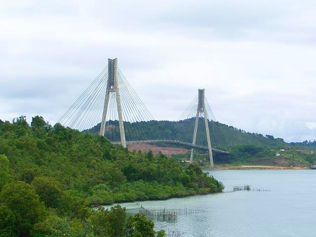 島と島をつなぐバレラン橋
