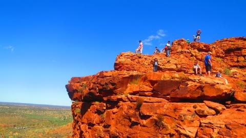 この絶景はすごい、勇気のある人は崖まで行ってみてください