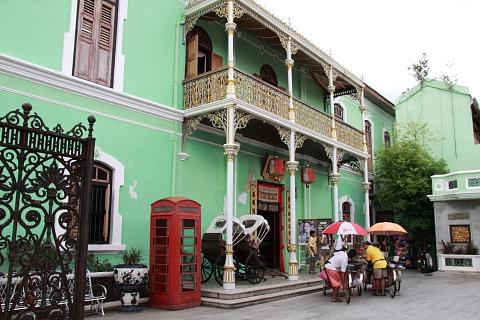 黄緑色の壁の豪邸、ペラナカン・マンション