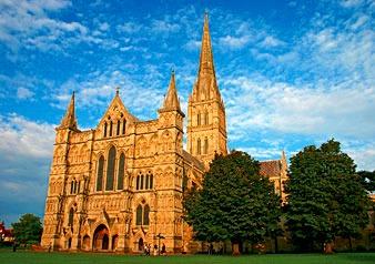 壮麗なゴシック建築の傑作ソールズベリー大聖堂