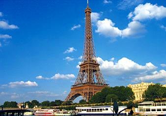パリの象徴とも言えるエッフェル塔