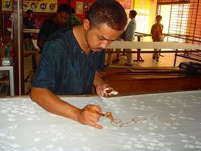 マレーシア伝統工芸品のバティック工場見学