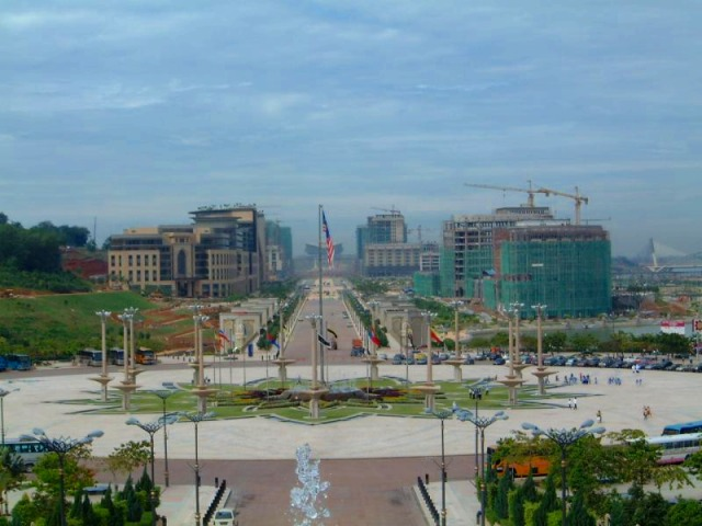 新行政都市プトラジャヤの町並み