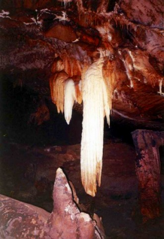 鍾乳石ガ美しいクラワ洞窟
