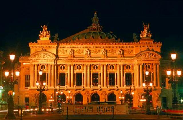 「光の街」パリの名所
