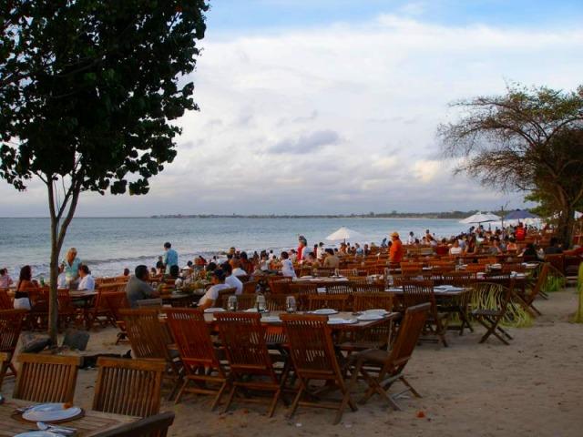 ジンバランビーチでのシーフードディナーまたはロブスターディナー