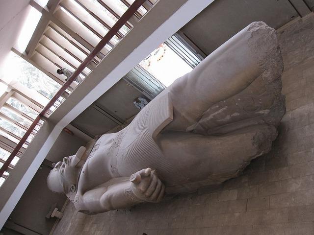 ラムセス2世像