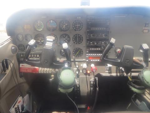 操縦機もこんなに間近に見れます
