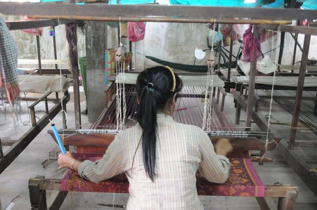 クメール伝統織物研究所