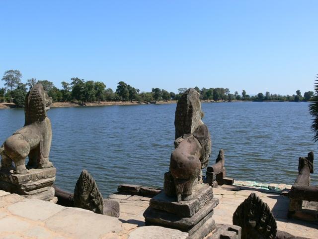 「王の沐浴の池」スラスラン