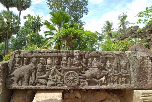 彫刻がきれいに残るワットタプローム寺院