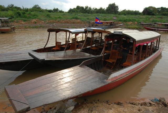 ボートでクルージングへ!