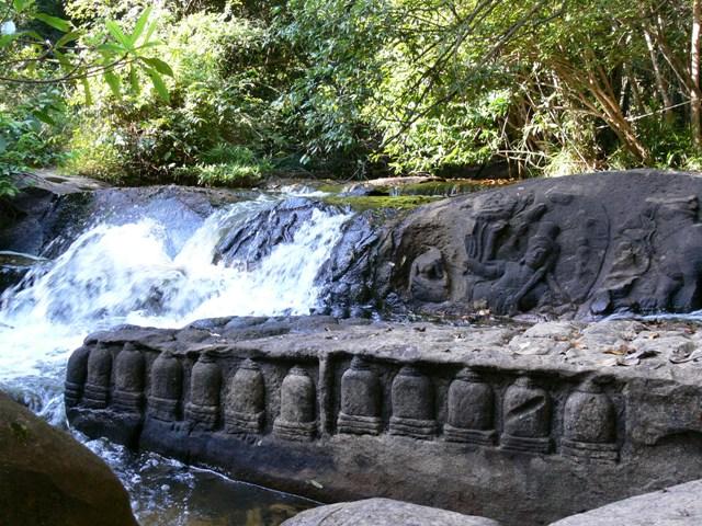 川の中の遺跡「クバールスピアン」