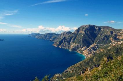 地中海を思わせるアマルフィ海岸