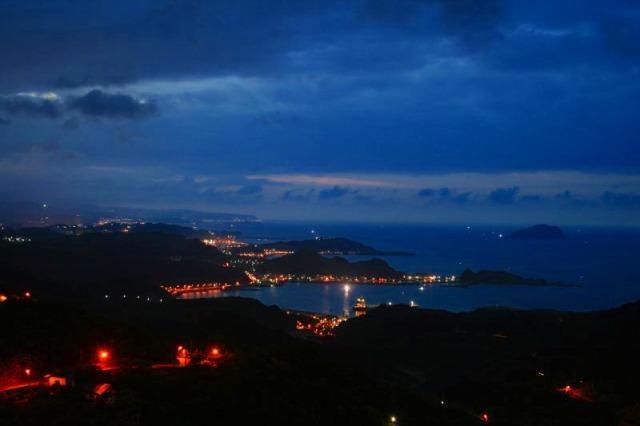 ロマンチックな基隆港の夜景