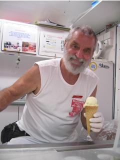 名物アイスをぜひ食べよう