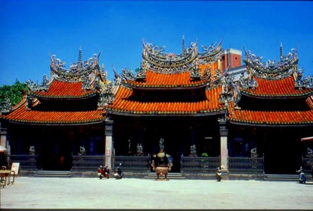 清水厳祖師廟は、今もなお再建・修復が続く