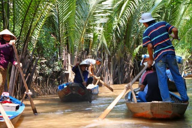 メコン川のボート達