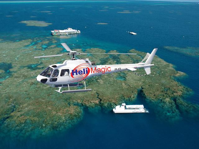 世界遺産の海を空から見るヘリ飛行(別料金)