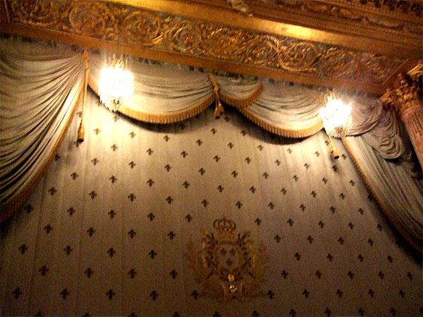 ヴェルサイユ宮殿内、王室オペラ劇場の緞帳