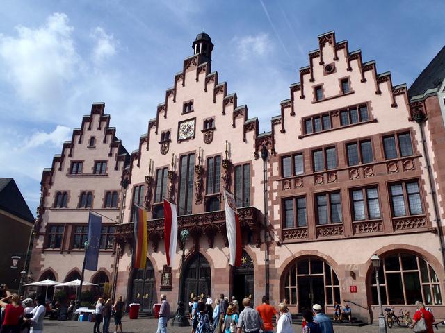 レーマー広場に建つ、木組みの可愛い旧市庁舎