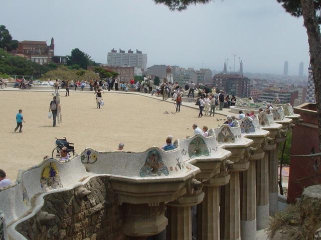 世界遺産グエル公園とバルセロナの街並み