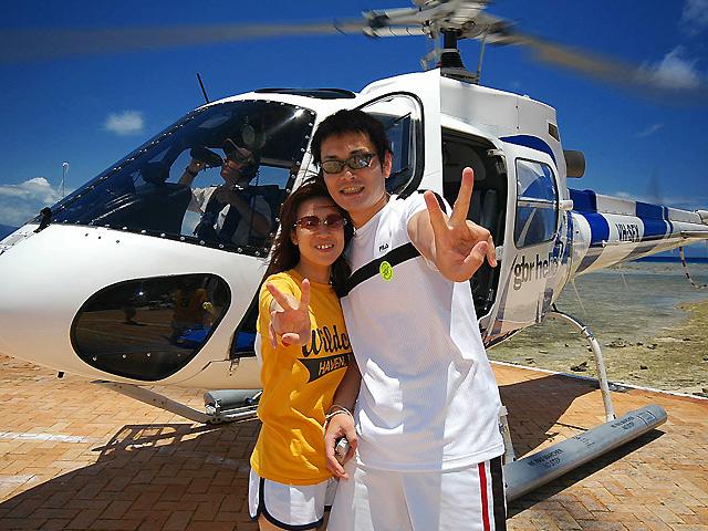 ヘリコプターと記念撮影