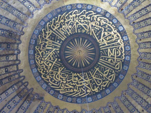 大ドームの中心「具象化された太陽」