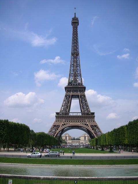 パリのシンボル「エッフェル塔」