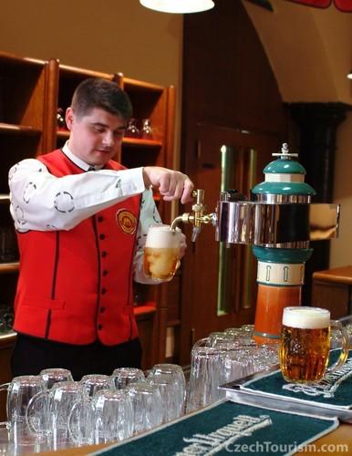 ビール醸造所のビアマスターがご案内
