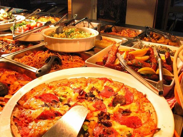 イタリアン・ビュッフェの夕食