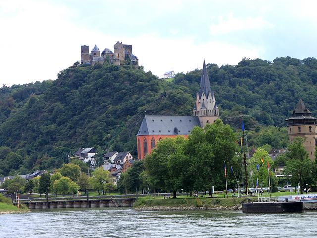 数多くある古城ホテルの中でも一番人気、丘の上のシェーンブルク城
