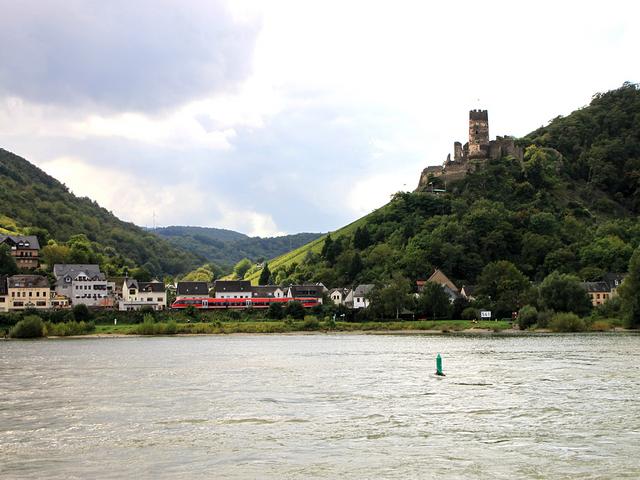 17世紀、フランス軍の攻撃を受けて廃墟になったフュルステンベルク城