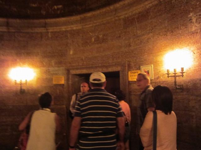 ヒトラーが乗った黄金のエレベーター