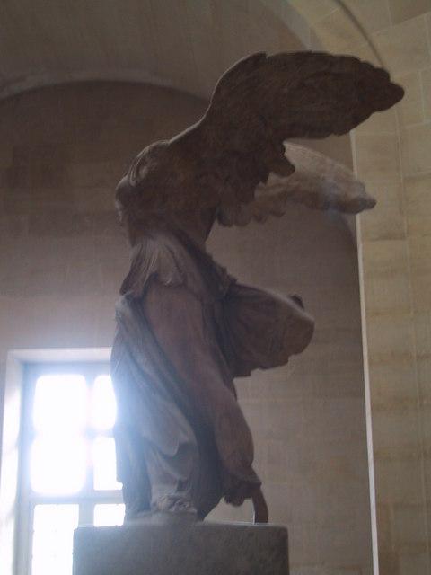 羽根を付けた勝利の女神「サモトラケのニケ」