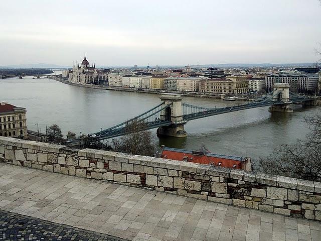 ドナウ川に架かる「くさり橋」