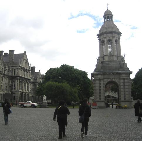 トリニティー大学の中庭にある鐘楼