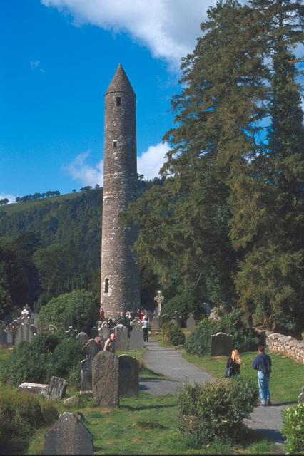 33メートルの円塔「ランドタワー」