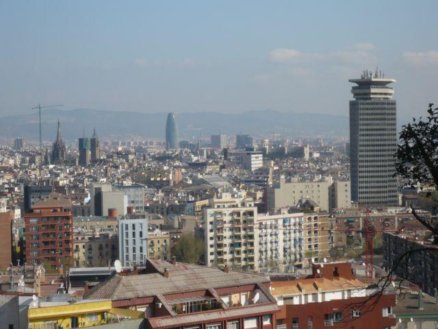 モンジュイック展望台からバルセロナの街を一望