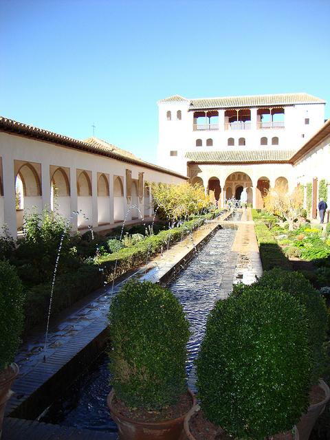 ヘネラリフェ庭園のアセキアの中庭