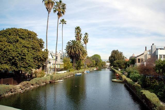 ベニスを流れる運河